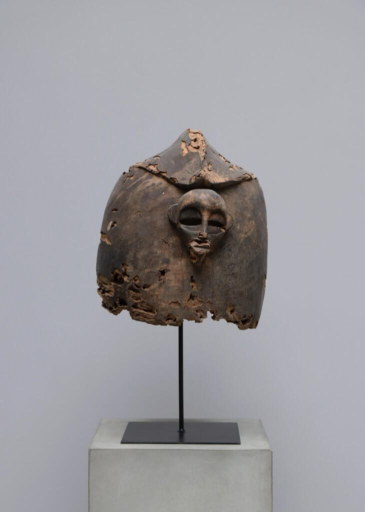 Antique mask for the senufo tribe curiosities
