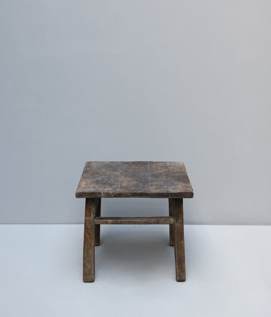 Antique chinese side tabel in wood