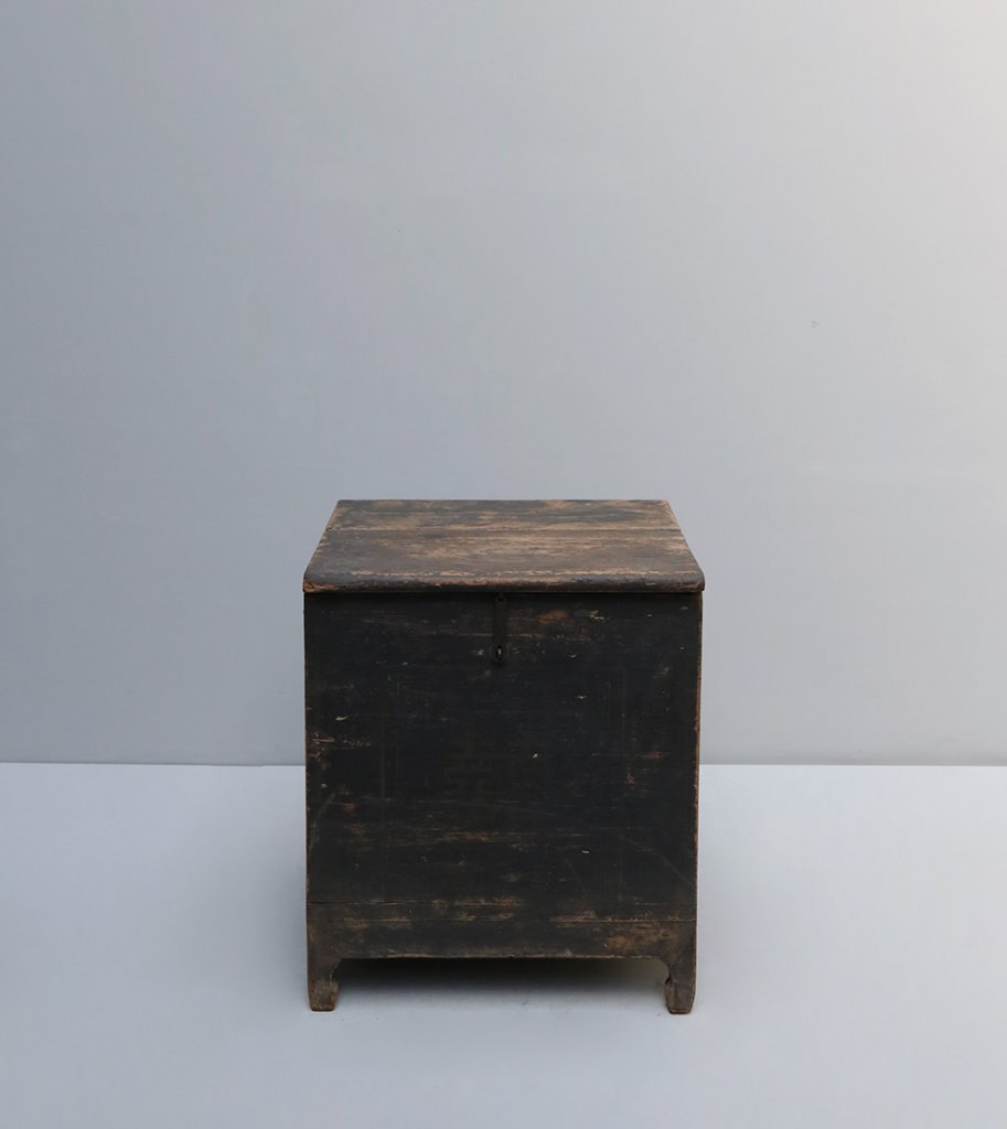 Antique Chinese Trunk in wood